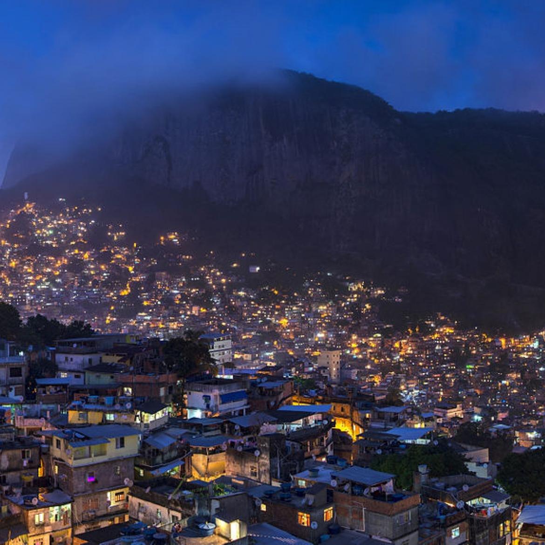 http://4newsmagazine.com.br/sites/default/files/1_rocinha_night_2014_panorama.jpg